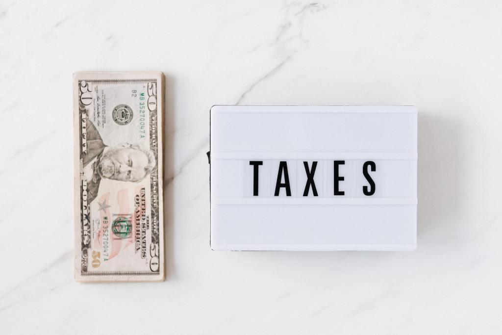 用哪張信用卡繳稅最划算、用什麼樣的行動支付繳稅最有利,以及該怎麼樣做才能把回饋最大化,突破信用卡擊行動支付回饋的上限,回饋拿好拿滿,補貼一下繳稅失去的一大筆錢,那我們就開始吧!