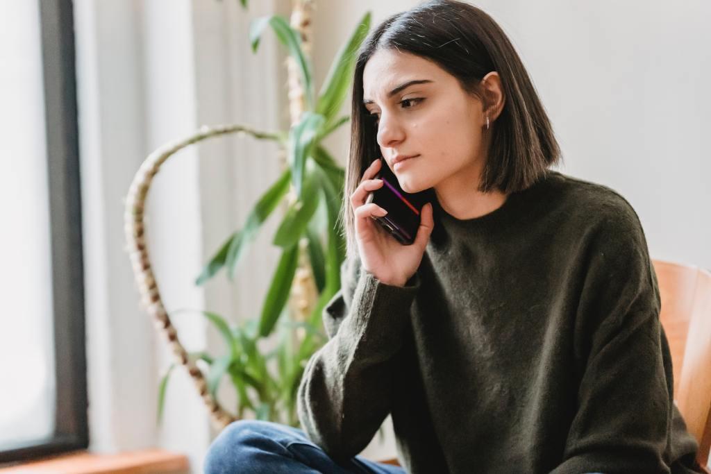 銀行照會是什麼意思?申請信用卡跟信用貸款都要進行照會嗎?銀行照會就是要向申請者確認狀況,最高指導原則就是「照實回答」,你可能會問,照會電話會問什麼問題?有沒有什麼事應該要注意?如果不小心漏接照會電話會怎麼樣?這些都不用擔心,本篇會一一說明,照會會問的問題有哪些,應該要注意哪些事,漏接電話應該要怎麼處理等等,那我們就開始吧!